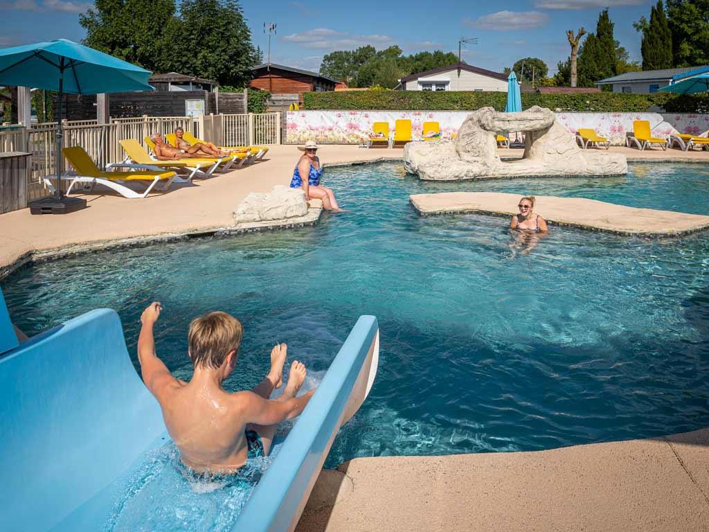 Camping avec parc aquatique dans la baie de somme favi res - Camping piscine couverte baie de somme ...